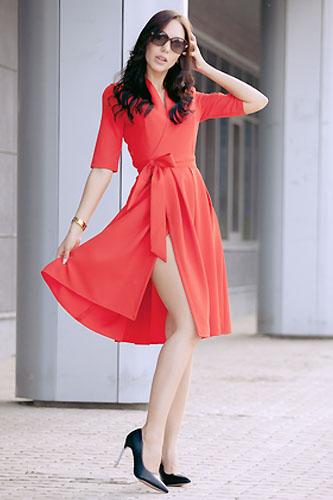 6d14232172 Jakie dodatki pasują do czerwonej sukienki  - Sukienki