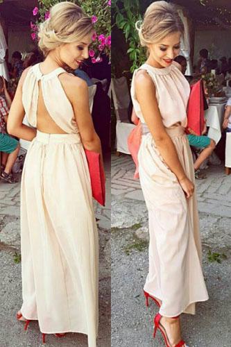 Sukienka z odkrytymi plecami dla kogo, jak nosić? Sukienki